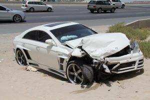 Accident, auto voiture, assurer véhicule étranger, sinistre, autoroute